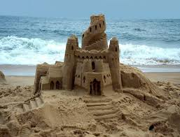 На пляжах испанской Малагуфе запрещается строить песочные замки